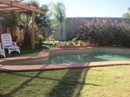 Pool area at the Desert Rose Inn, Alice Springs